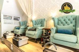 2 Outlets: Mani-Pedi Services at Dollhouse Nails