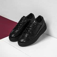 The Low 3 in Cracked Black is set to catch eyes, made of the finest full grain calf leather. Shop on sale via @etqstore or etq-amsterdam.com. #etq #etqamsterdam