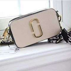 PO 👜 B0388Idr 250.000Style: Shoulder bag/HandbagColour: Brown, BeigeMaterial: PU leatherPU features: soft surfaceBag Feature: zipperHandle Type: Single/Double with StrapHeight: 11 cmLength: 19 cmDepth: 06 cmWeight: 600 grm#shopasoft#onlineshop#cirebon#bag#fashion#marcjacobs