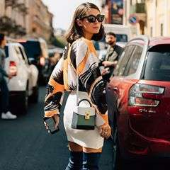 "-Diletta with Great L. Box bag-.📸: @danrobertsstudio #theVOLON #thevolonbag  #dilettabonaiuti #fashionweek #ss18collection #milanfashionweek #mfw #craftmanship #ï½asterpiece #fashion #streetphotography #streetstyle #fashionphotography #designerhandbag #trend #styling #bags #chic #sac #ss18 #handbag #accessories #ë""본론 #패션 #핸드백"