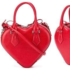 Amazing heart-shaped bag by @viviennewestwood anglomania collection! In love with it 😠photo by @farfetch