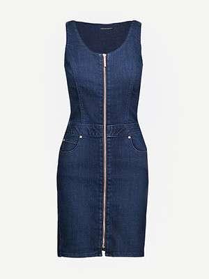 LEE                                                                          Zipped stretch-denim dress