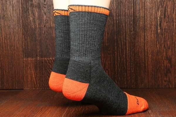 darn-tough-steely-socks