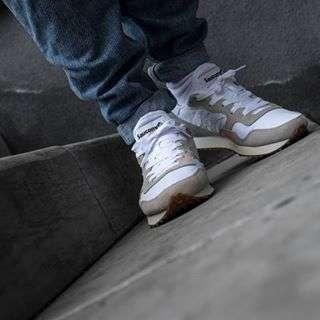 Saucony Dixob trainer vintage White gum | BijSMAAK.com⠀⠀⠀⠀⠀⠀⠀⠀⠀⠀⠀⠀⠀⠀⠀⠀⠀⠀#saucony #sauconydxn #SauconyDixon #sauconyvintage #sauconysneaks #shadowlurking #shadowmob #sneakerfreakerfam #sneakersmag #wivah #womft #therealblacklist #walklikeus #hskicks #klekttakeover #thewordonthefeet