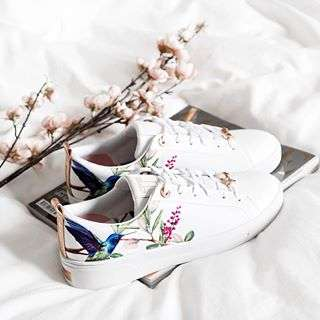 New floral kicks courtesy of @ted_baker 🌷 nailed it with the rose gold details ✌🻠#FittoaT shop them with @liketoknow.it directly and make sure you're following me on the app! Easy as 1 2 3! http://liketk.it/2uGIT
