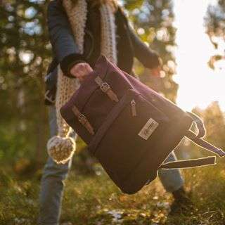Autumn walks with our 'London Opgrade Wine' backpack.#eastpak #backpack #nature #autumn #handsfreeliving