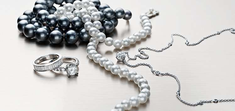 Bridal Jewelry: Diamonds & Pearls