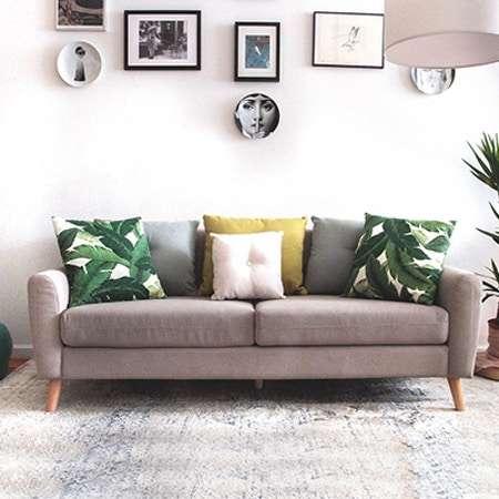 livingroom.jpg?fm=jpg&q=85&w=450